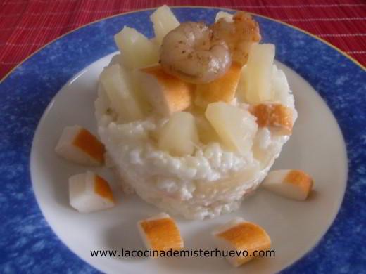 arroz con piña, gambas y surimi