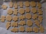 cortar la masa de galletas y hornear