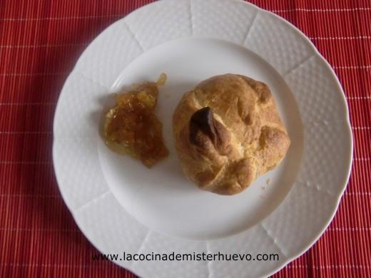saquitos de pavo en hojaldre con cebolla caramelizada