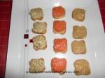 canapes de pate de mejillones, pimiento rojo y pimiento verde