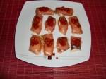rollitos de salmon rellenos con tomate picado