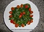 añadir tomates a las espinacas