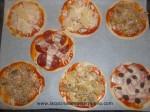 poner ingredientes de las minipizzas y hornear