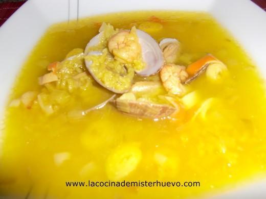 sopa de arroz y pescado