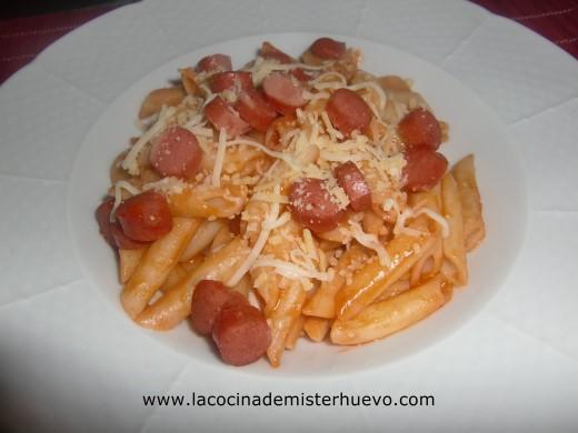 http://www.lacocinademisterhuevo.com/wp-content/uploads/2013/05/macarrones-con-salchichas.jpg