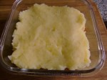 cubrir pastel de carne con pure de patatas
